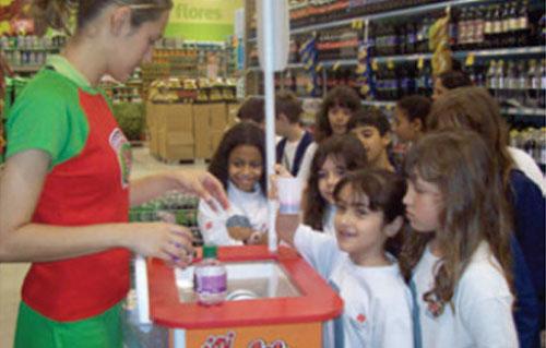 Ação Clubinho Mini-Schin em Supermercados